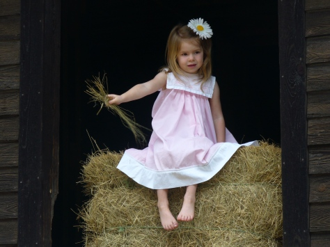 Adahlyn in barn