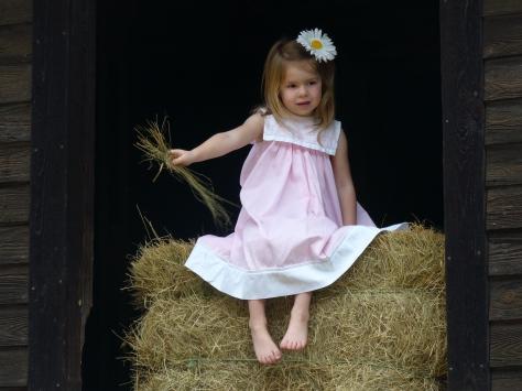 Adahlyn in barn